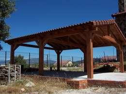 Garajes y galpones de estilo rural por PergolasyPorches.com
