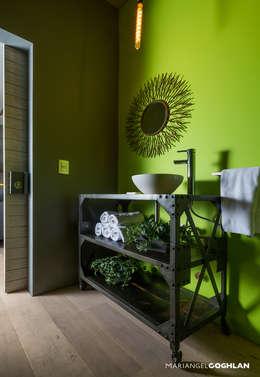 Baños de estilo industrial por MARIANGEL COGHLAN