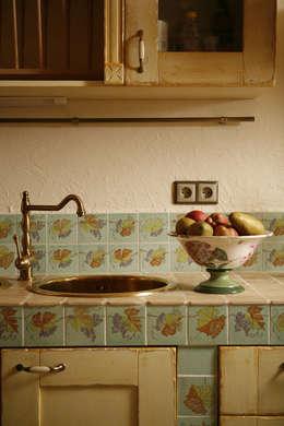 Дом из сруба, Ново-Рижское шоссе: Кухня в . Автор – Amazing Studio Светланы Панариной