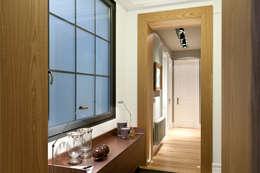 Corridor & hallway by URBANA 15