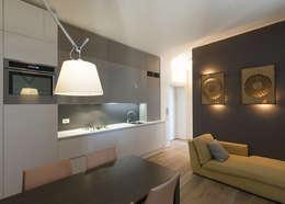 cucina e soggiorno: Cucina in stile in stile Moderno di Tommaso Giunchi Architect