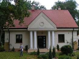 DOM W IZABELINIE: styl klasyczne, w kategorii Domy zaprojektowany przez Nowak i Nowak Architekci