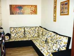 SUGOI: Salones de estilo minimalista de FUTONART