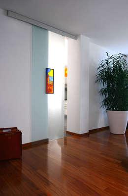 Puertas de vidrio de estilo  por ALM Design