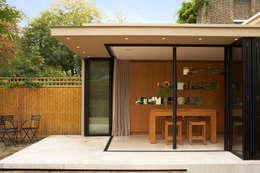 Comedores de estilo minimalista por Jonathan Clark Architects