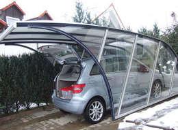 Garajes de estilo moderno por FRANCE ABRIS : Spécialiste  abri de jardin, garage, carport