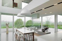 Le moellon: Cuisine de style de style Moderne par Luc Spits Interiors