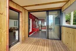 villa PAVARD: Cuisine de style de style Tropical par T&T architecture