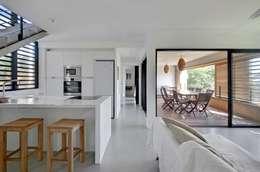 tropische Woonkamer door T&T architecture