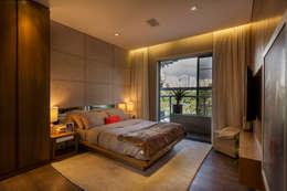 غرفة نوم تنفيذ Studiodwg Arquitetura e Interiores Ltda.
