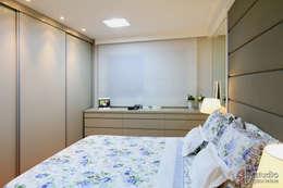 Projekty,  Sypialnia zaprojektowane przez Camila Tannous Arquitetura & Interiores