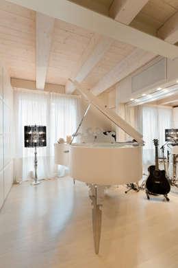 Salas multimedia de estilo ecléctico de STUDIO CERON & CERON