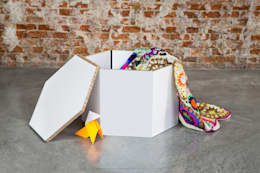 Hexa: Dormitorios de estilo escandinavo de CARDBOARD FURNITURE AND PROJECTS