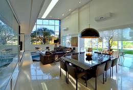 Comedores de estilo moderno por Raffo Arquitetura