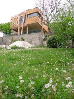 La Maison Mikado: Maisons de style de style Moderne par Hervé DELOUIS Architecte DPLG