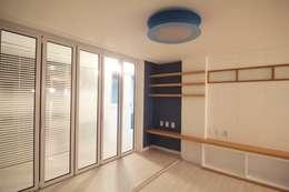 simple & funny Apartment Interior: Light&Salt Design의
