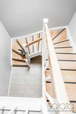 Dom jednorodzinny, Maszewo.: styl , w kategorii Korytarz, przedpokój zaprojektowany przez Sałata-Pracownia Architektury Wnętrz