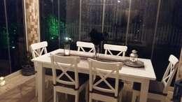 istanbul mutfakart – Ahşap masa sandalye: akdeniz tarzı tarz Balkon, Veranda & Teras