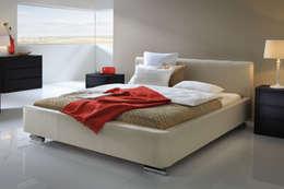 Wasserbett mit Bettrahmen: moderne Schlafzimmer von SuMa Wasserbetten GmbH