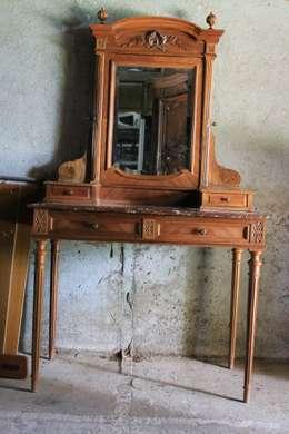 coiffeuse avnt: Chambre de style de style Rustique par Valoresidence