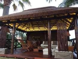 Pérgola de junco africano : Jardín de estilo  de GRUPO ROMERAL