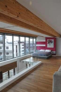 sypialnia na antresoli: styl , w kategorii Sypialnia zaprojektowany przez Tarna Design Studio
