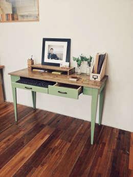 Olive green desk: Design-namu의  서재/사무실