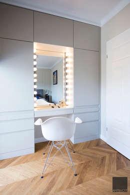 Toaletka: styl , w kategorii Sypialnia zaprojektowany przez Antracyt
