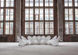 Balconies, verandas & terraces  by Flux Furniture