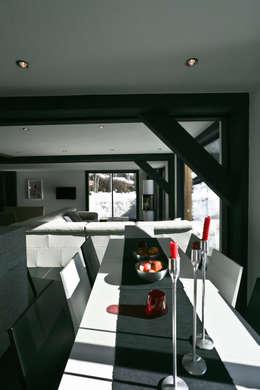 Chalet Piolet: Salle à manger de style de style Moderne par Chevallier Architectes