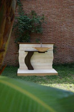 LUDO: Bagno in stile in stile Eclettico di Il Chirurgo Del Legno