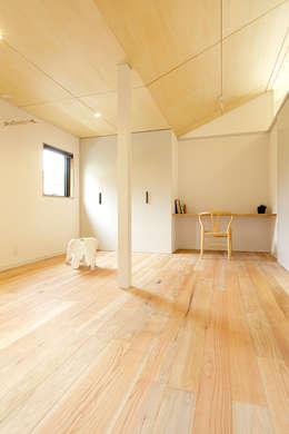modern Bedroom by miyukidesign