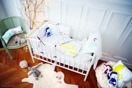 COUSSIN CARRE POUR ENFANT ROI & PRINCESSE: Chambre d'enfants de style  par DIANE SEYRIG COLLECTIONS