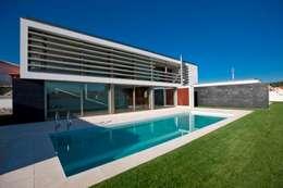 Maisons de style de style Moderne par Atelier Lopes da Costa
