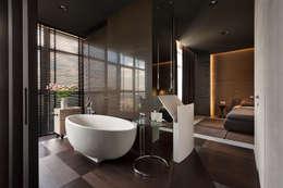 Квартира для Космополита: Ванные комнаты в . Автор – INCUBE Алексея Щербачёва