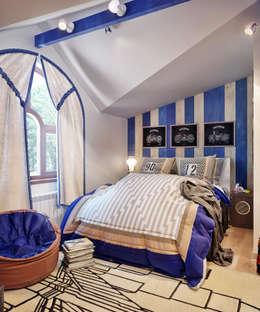 Детская комната на мансардном этаже: Детские комнаты в . Автор – Sweet Home Design