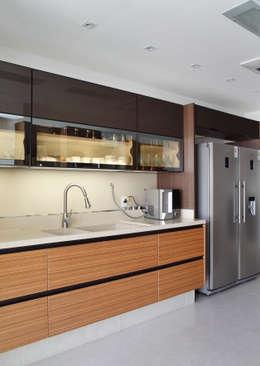modern Kitchen by Ana Adriano