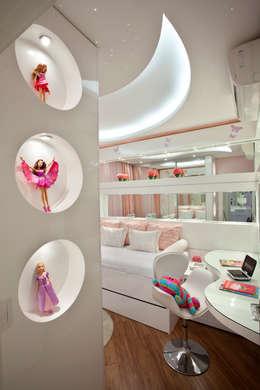 modern Nursery/kid's room by Designer de Interiores e Paisagista Iara Kílaris