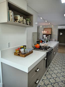 classic Kitchen by Gabriela Herde Arquitetura & Design