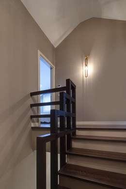 NUUN MİMARLIK – K.M EVİ, SAKARYA: modern tarz Koridor, Hol & Merdivenler