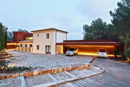 mediterranean Garage/shed by GRAS Arquitectos