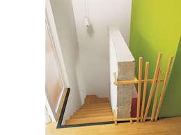 Corredores e halls de entrada  por atelier julien blanchard architecte dplg