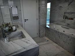 classic Bathroom by Gabriela Herde Arquitetura & Design