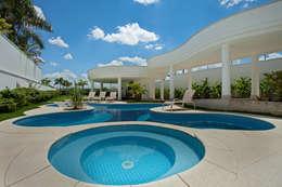Casa Piracicaba: Piscinas modernas por Arquiteto Aquiles Nícolas Kílaris