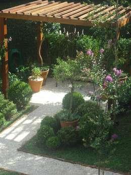 Сады в . Автор – Línea Paisagismo.Claudia Muñoz