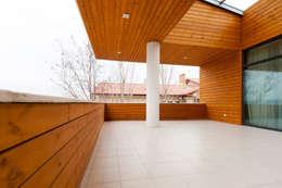 Colun house: Tерраса в . Автор – Didenkül+Partners