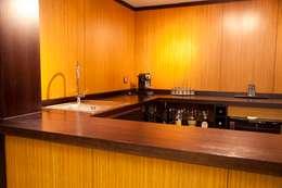 Projekty,  Gospodarstwo domowe zaprojektowane przez Madera y vidrio