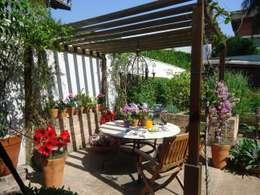 Jardines de estilo clásico por Línea Paisagismo.Claudia Muñoz