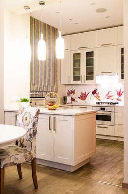 Дом в КП Онегин Парк: Кухни в . Автор – projectorstudio