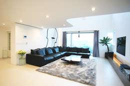 Minimalistische Wohnzimmer Von HBA Rchitects